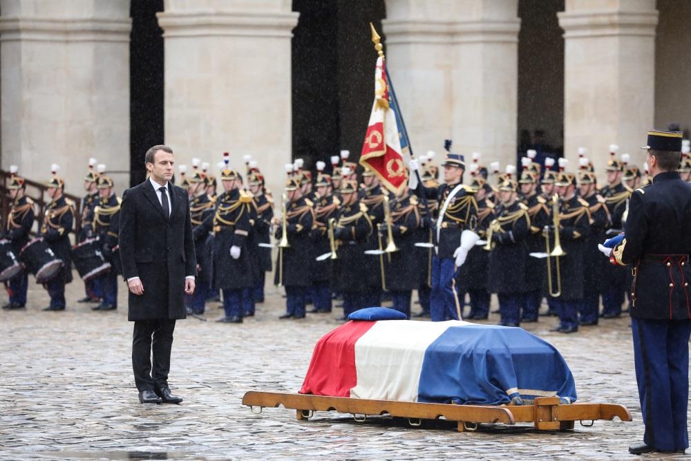 Parīzes centrā, Invalīdu laukumā publiski atdod godu 23.marta teroraktā mirušajiem 4 cilvēkiem, 28.03.2018.