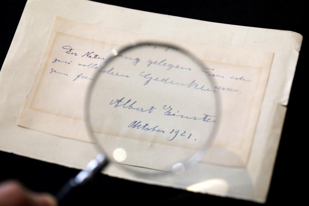 Fiziķa Alberta Einšteina  rakstīto vēstuli pārdod izsolē Jeruzalemē, 06.03.2018.