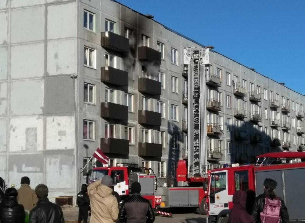 Karaostā Liepājā, 18.martā, izcēlies ugunsgrēks Baltijas ielā dzīvojamajā ēkā. Viens cilvēks gāja bojā, vairākus izglāba, tostarp – bērnus.