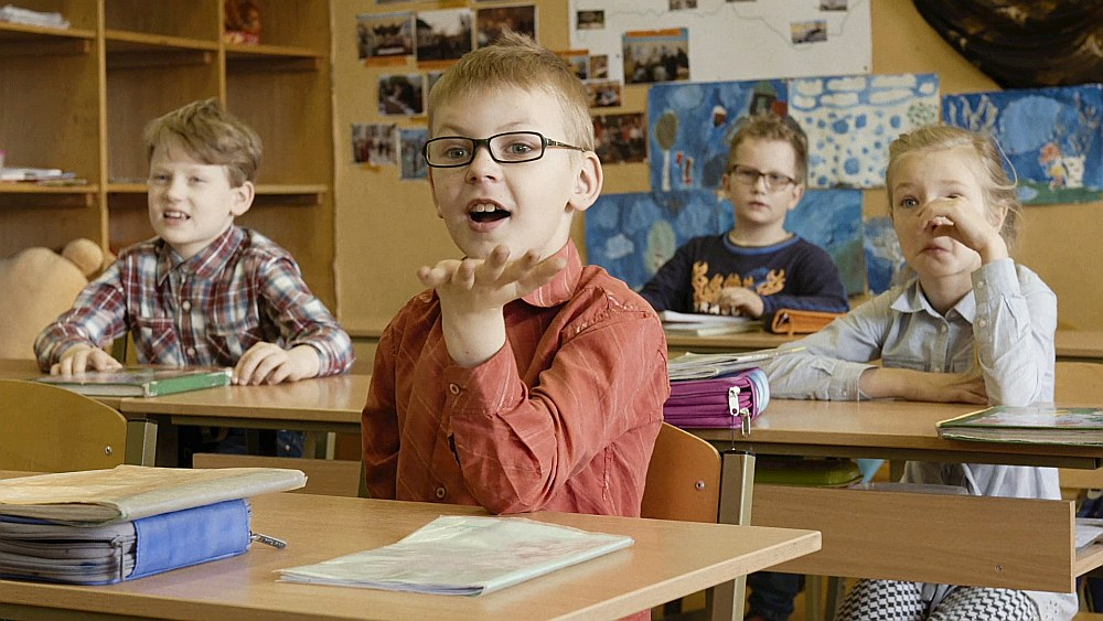 Filmas piecos pirmklasniekos atspoguļojas Latvijas bagātība, kas slēpjas dažādībā.