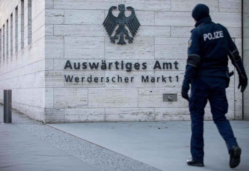 Policija patrulē pie Vācijas Ārlietu ministrijas Berlīnē, 01.03.2018.