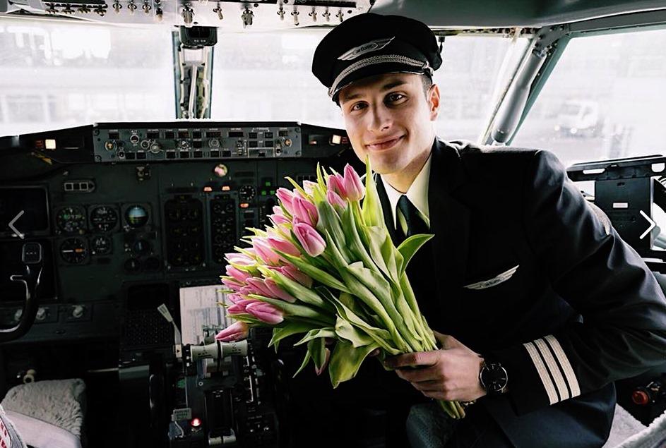 """Arī """"airBaltic"""" piloti un uzņēmums sveic sievietes 8.martā!"""