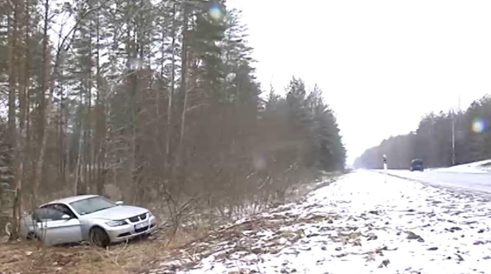 Uz Siguldas pie Vangažiem avarē BMW vadītājs, kurš meklē aculieciniekus.