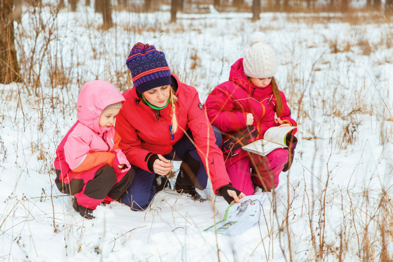 Līga kopā ar meitām Kati (8,5 gadi) un Ullu (3,5) ar prieku dodas ekspedīcijās uz mežu, tur ir ko darīt jebkurā gadalaikā.