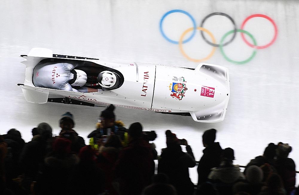 Par to, lai latvieši no Phjončhanas neatgrieztos bez medaļām, parūpējās Oskars Melbārdis un Jānis Strenga, izcīnot bronzu bobsleja divniekā.