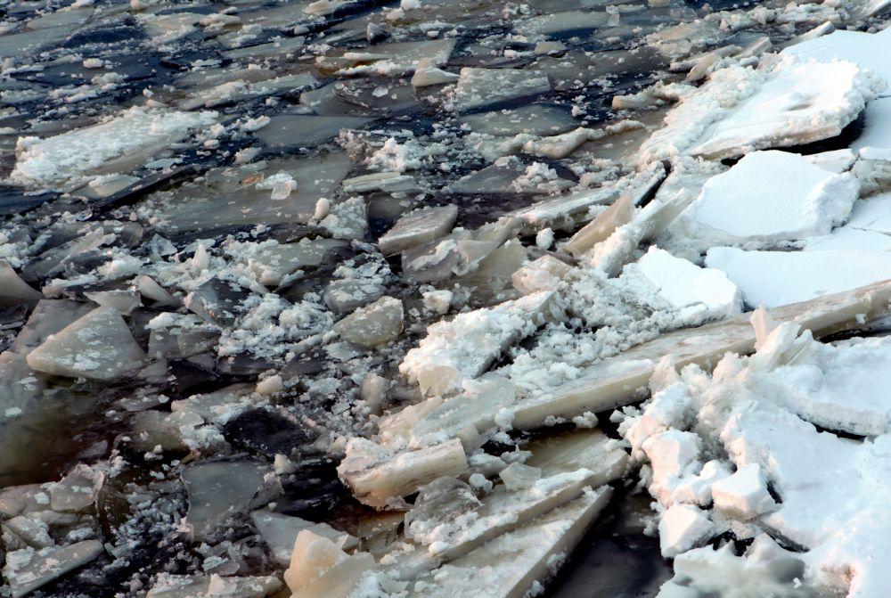 Skats uz ledu Daugavā.