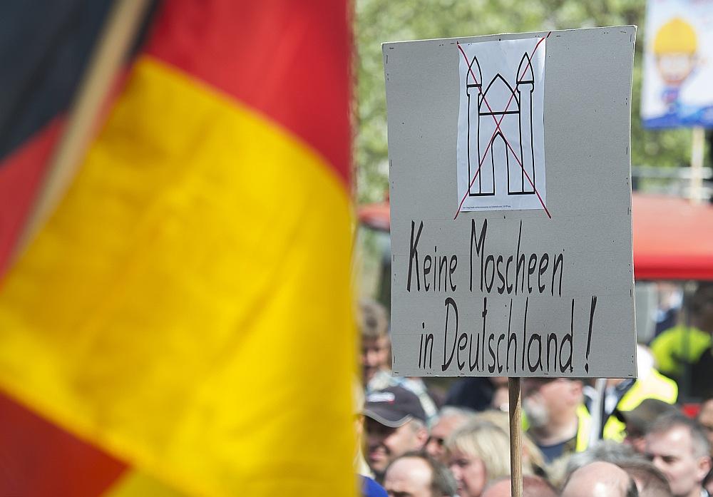 Erfurtes iedzīvotāji protestē pret mošejām Vācijā.