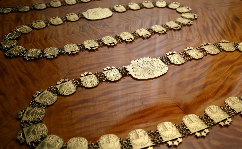 Tiesnešu ķēdes svinīgajā zvēresta nodošanas ceremonijā Rīgas pilī.