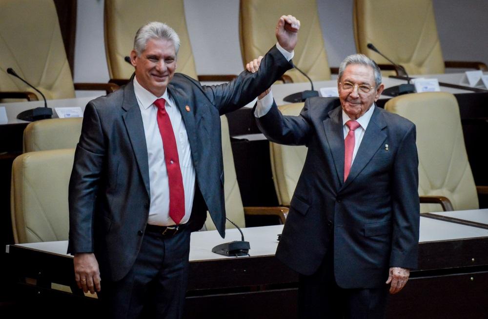 Kubas parlaments valsts prezidenta amatā ievēlējis līdzšinējā prezidenta Raula Kastro vietnieku Migelu Diasu-Kanelu (pirmais no kreisās puses), 19.04.2018.