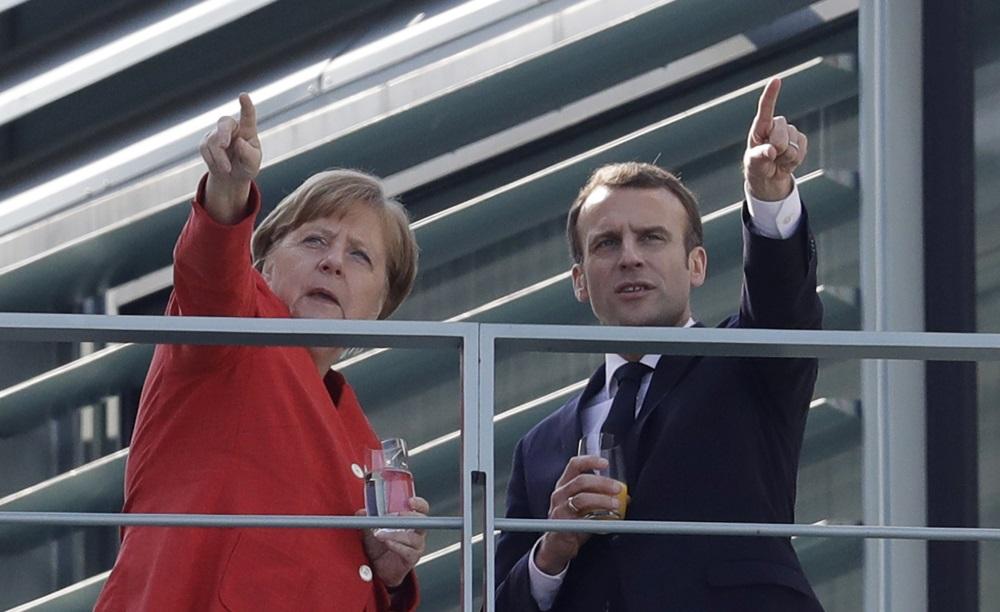 Francijas prezidents Emanuels Makrons tiekas ar Vācijas kancleri Angelu Merkeli Berlīnē, 19.04.2018.