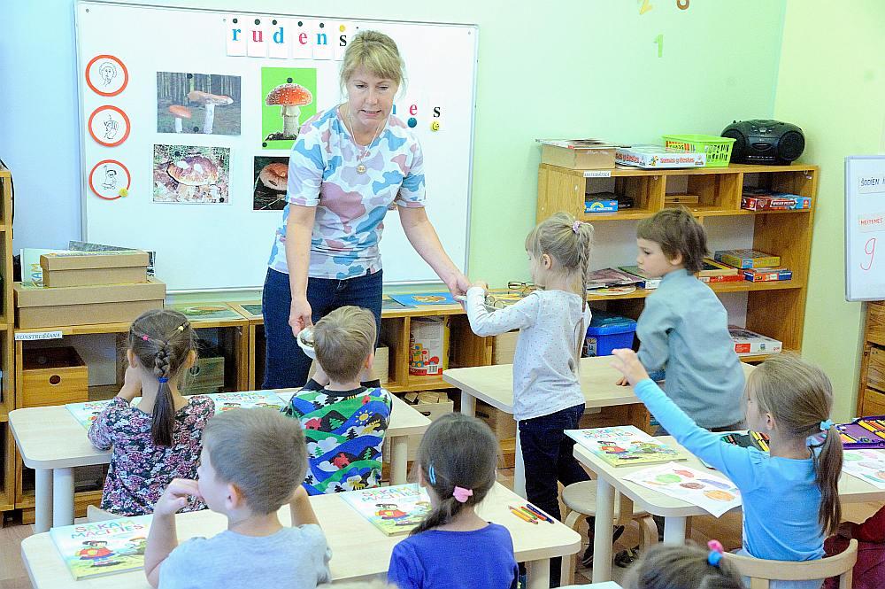 Pirmsskolas pedagogiem būs pašiem jāizvēlas temats, ko mazuļi apgūs aptuveni mēnesi, tādējādi attīstītot dažādas prasmes, ko arī līdz šim apguva bērnudārzos.