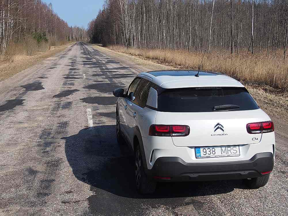"""""""Citroen C4 Cactus"""" testē vienu no Latvijas lieliskajām šosejām."""