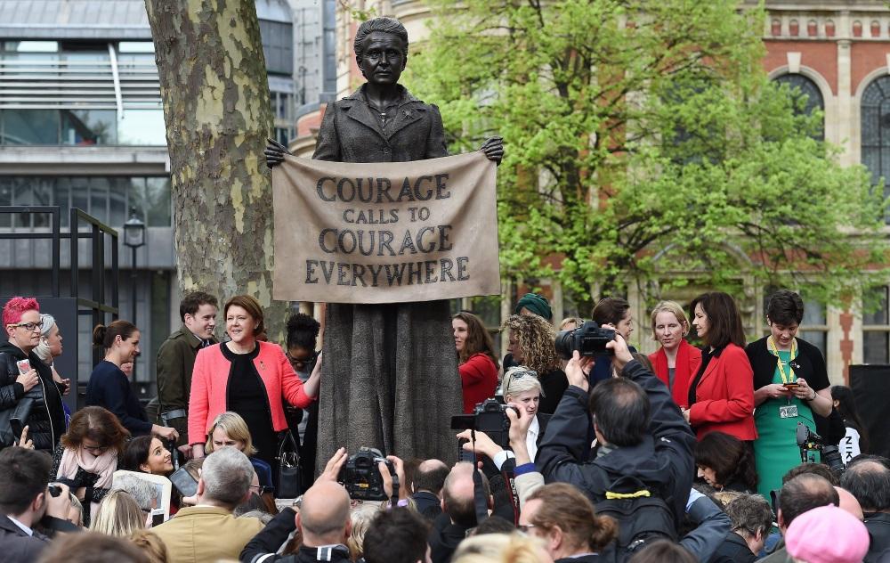 Pie Lielbritānijas parlamenta atklāta sieviešu tiesību aktīvistes Milisentas Fosetas statuja, 24.04.2018.