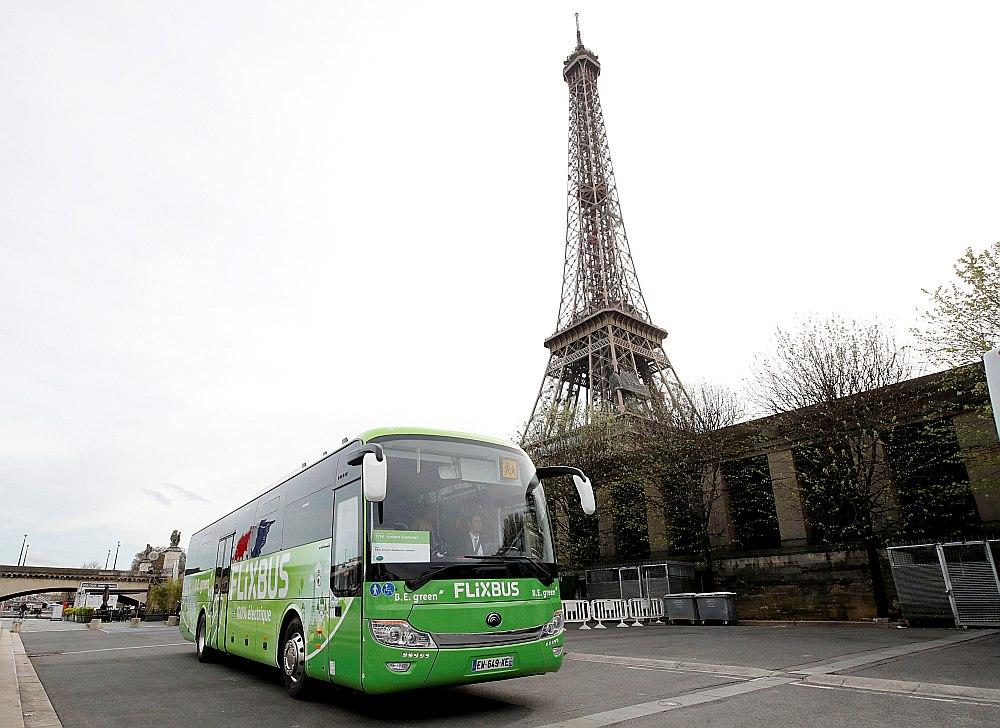 """""""Flixbus"""" autobuss – pilnībā elektriskais – šomēnes sāka kursēt starp Parīzi un Amjēnu Francijā."""