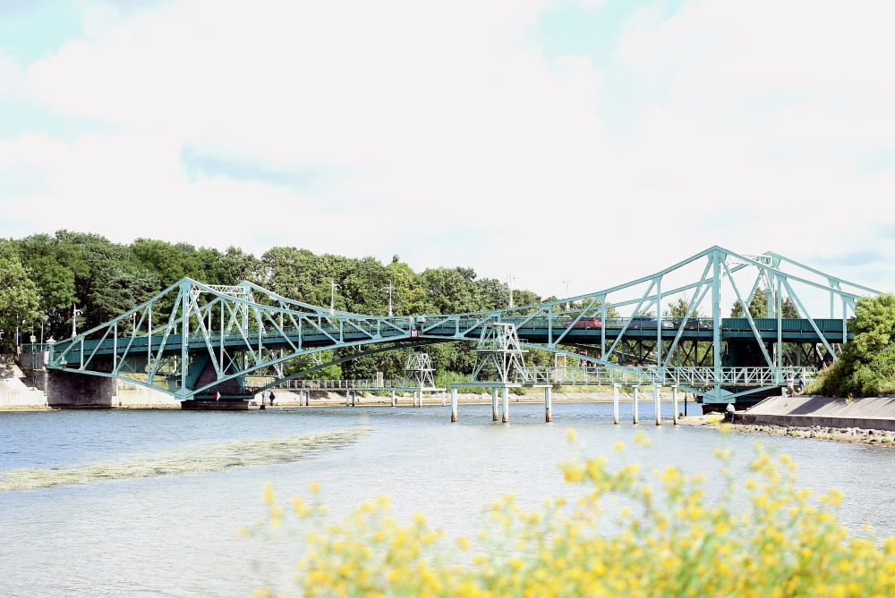 Karostas tilts.