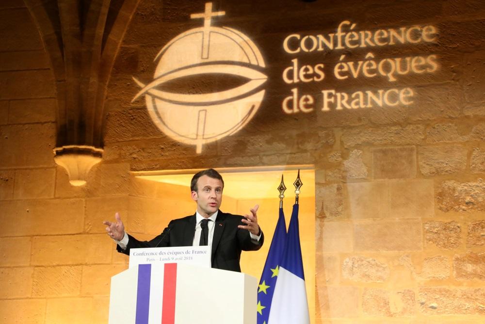 Francijas prezidents Emanuels Makrons konferencē, kur izteica vēlmi atjaunot valsts un baznīcas saites, 10.04.2018.