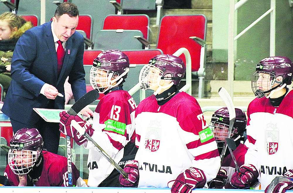 Oļegs Sorokins (no kreisās) cer, ka Rīgā notikušajā pasaules čempionātā hokejisti būs daudz ko iemācījušies.