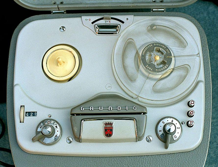 """Grundig"" lenšu magnetofons."