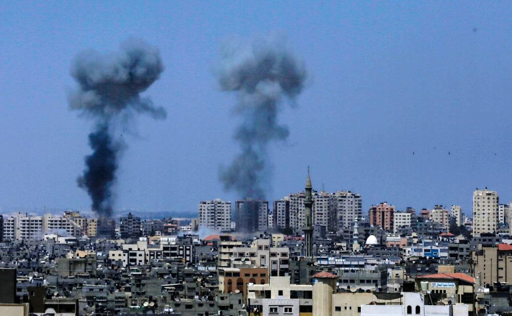 """Izraēla uzbrūk """"Hamas"""" militārajiem objektiem Gazas joslā, 29.05.2018."""