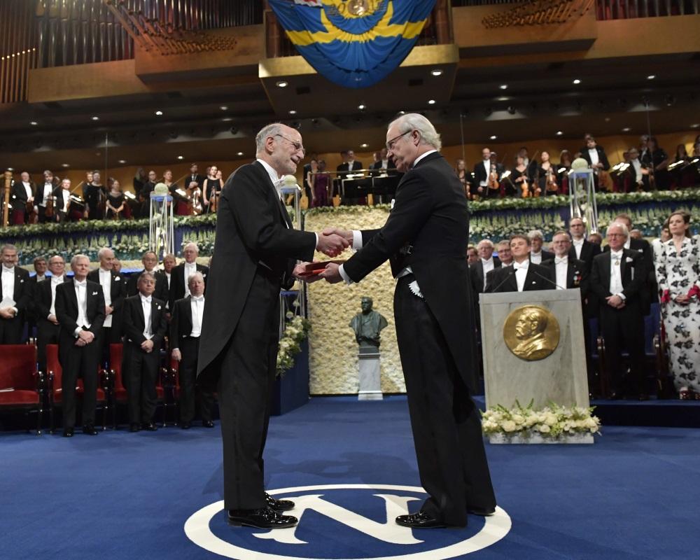 Arhīva foto – Nobela prēmijas pasniegšana.
