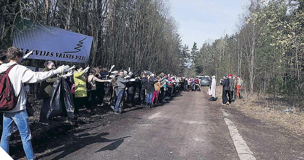 Lielajā talkā valsts mežos atkritumu vākšanā piedalījās ap 800 cilvēku. Talkotāji secina, ka situācija ar sadzīves atkritumiem ir nedaudz uzlabojusies.