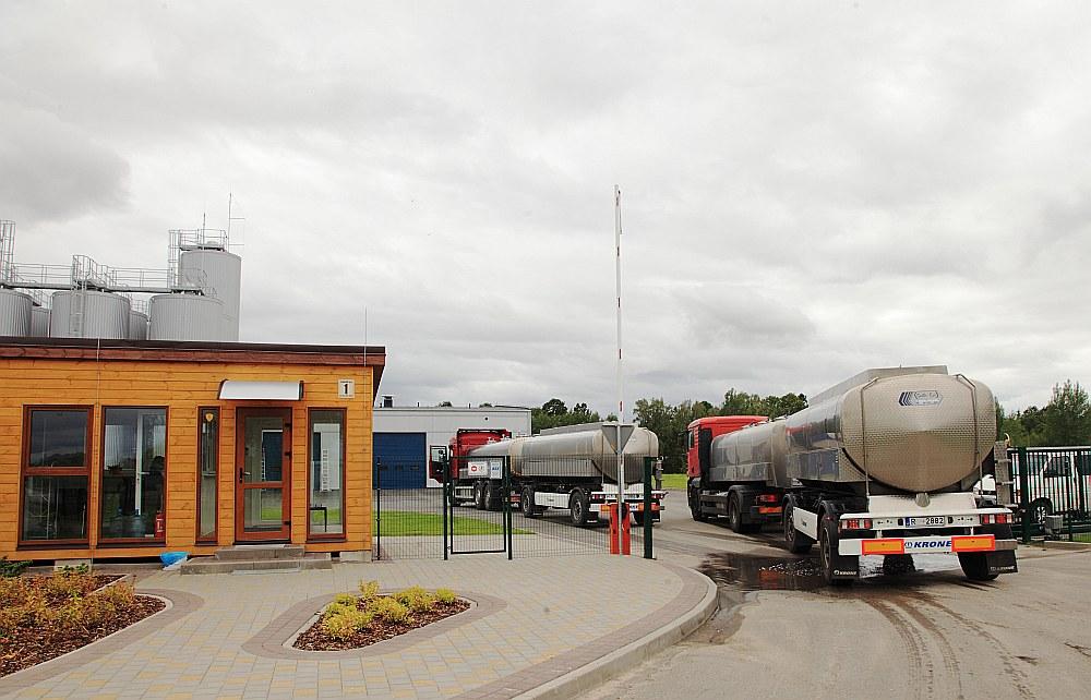 """Piena un sūkalu pārstrādes rūpnīca Bauskā """"Baltic Dairy Board"""" darbu sāka 2016. gada janvārī, bet tagad pieļauj iespēju lūgt tiesisko aizsardzību."""
