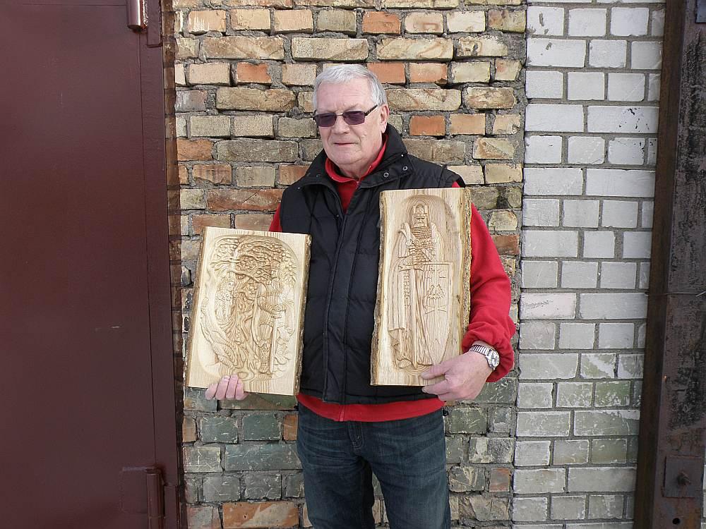 """Juris Dombrovskis Latvijas simtgadei sācis veidot 12 kokgriezumus par Pumpura eposu """"Lāčplēsis""""."""