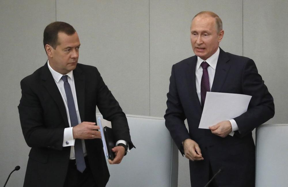 Dmitrijs Medvedevs (no kreisās) iegūst Krievijas Valsts Domē premjera amatu, 08.05.2018.