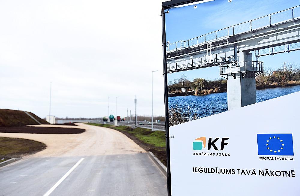 """Kohēzijas fonda līdzfinansētā stacija """"Bolderāja 2"""" ar ceļu uz Krievu salas termināļiem."""