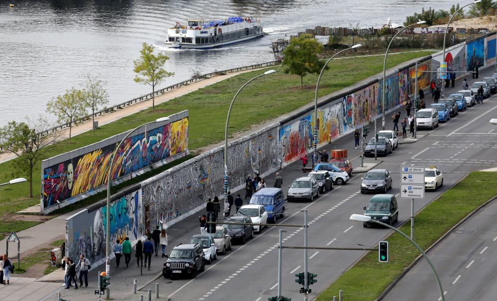 Berlīnes mūra atlikušais fragments.