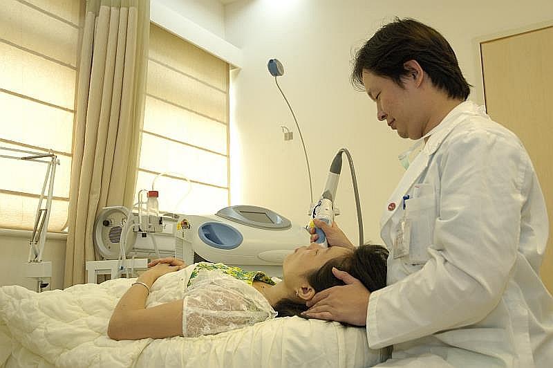 Ķīnas medicīnas universitātes slimnīcā digitalizētais aprīkojums ir augstā līmenī.