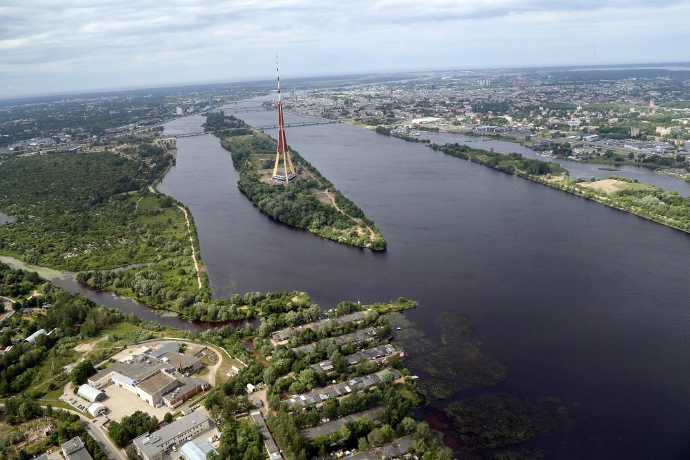 Zaķusala un TV tornis Rīgā.
