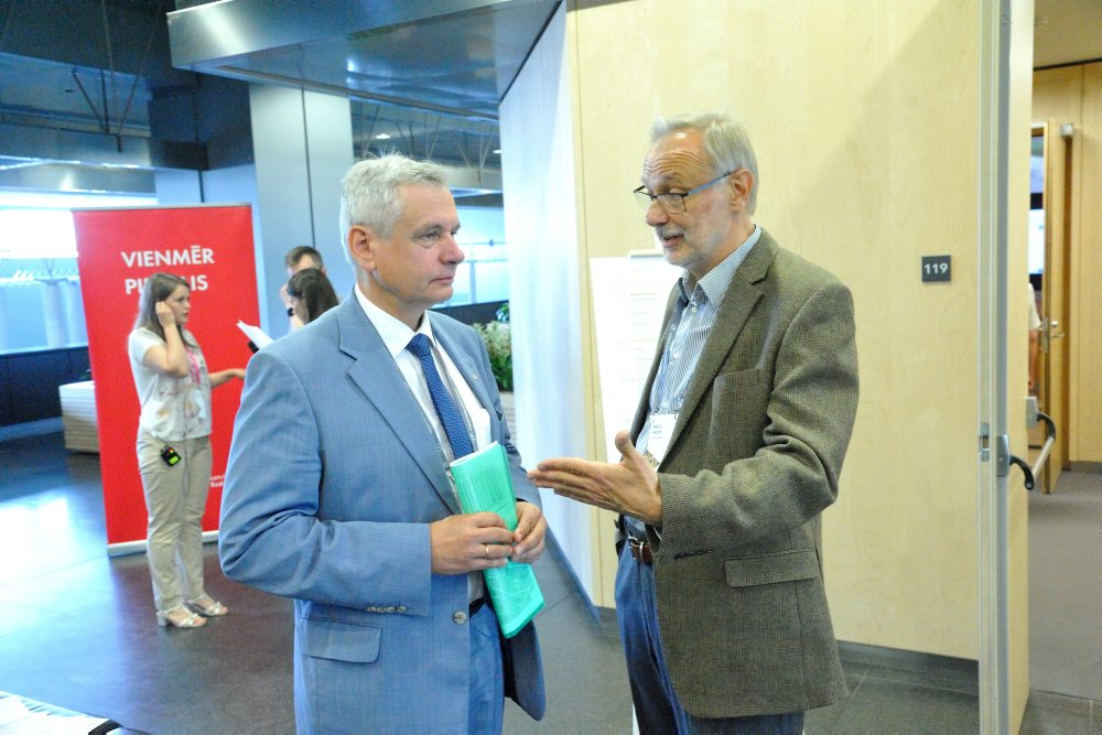 Izglītības un zinātnes ministrs Kārlis Šadurskis (foto – no kreisās)  IV Pasaules latviešu zinātnieku kongresa atklāšanā, 18.06.2018.