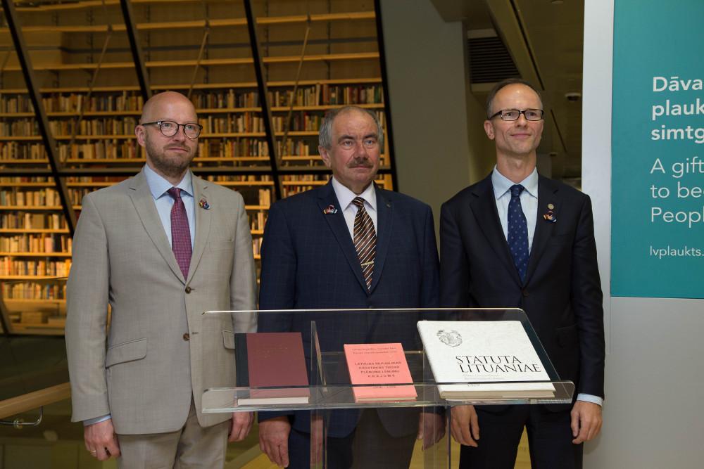 Attēlā no kreisās –  Igaunijas Augstākās tiesas priekšsēdētājs Prīts Pikamē, Latvijas Augstākās tiesas priekšsēdētājs Ivars Bičkovičs un Lietuvas Augstākās tiesas priekšsēdētājs Rimvidus Norkus. Publicitātes foto