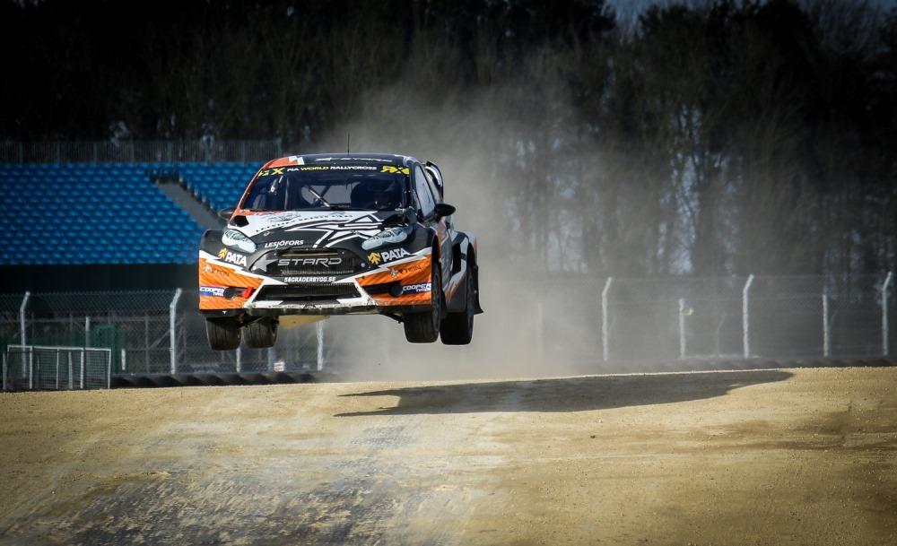Autosportists Jānis Baumanis sacīkstēs.