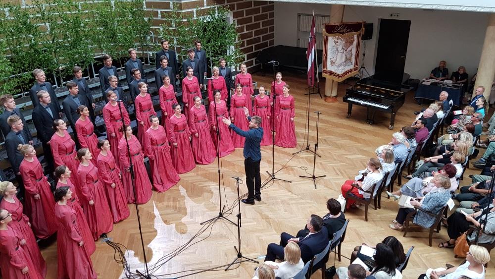 """Jaukto koru """"Dziesmu kari"""" Latvijas Universitātes Lielajā Aulā, 30.06.2018."""