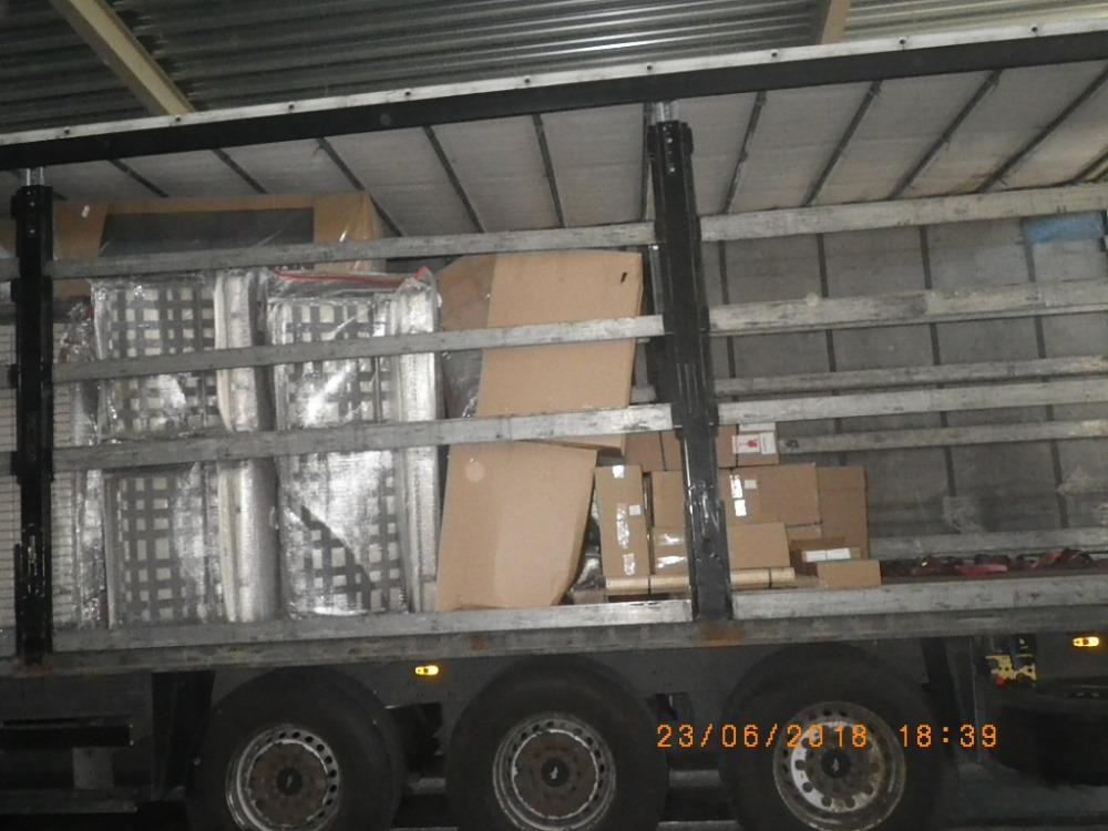 Ventspils ostā kravā staro mēbelēm atrod cigareš kontrabandu, 23.06.2018.