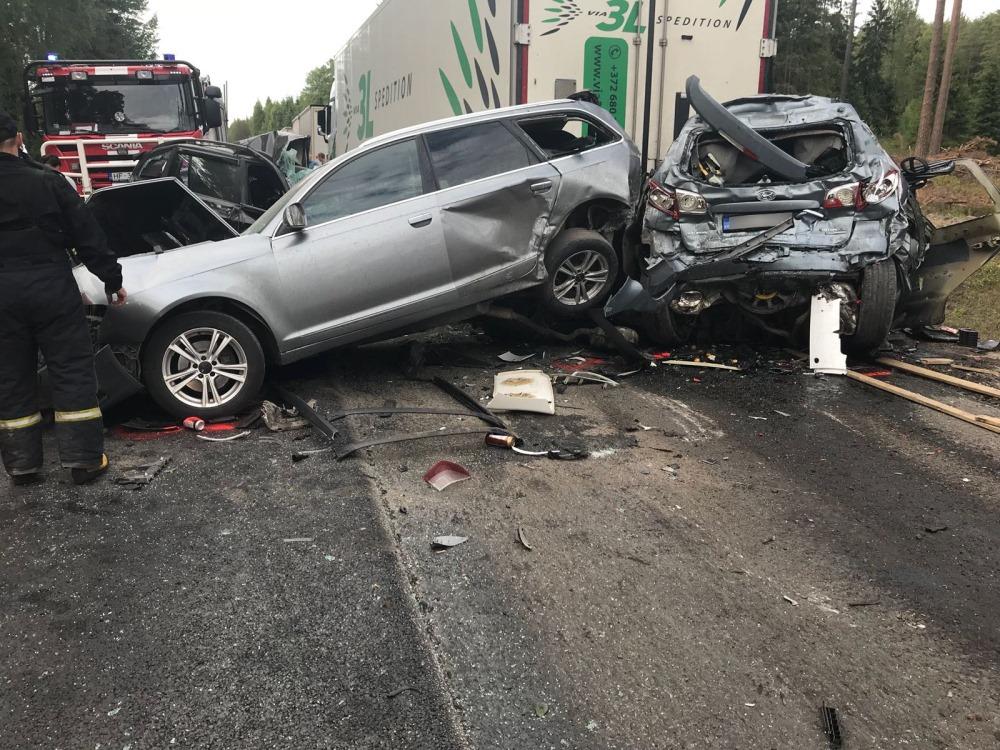 Salacgrīvas novadā piecu auto sadursmē bojā gājis viens cilvēks, 07.06.2018.