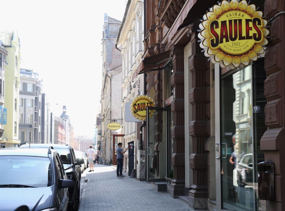 """Restorāns """"Vairāk saules"""" Rīgā, Dzirnavu ielā."""