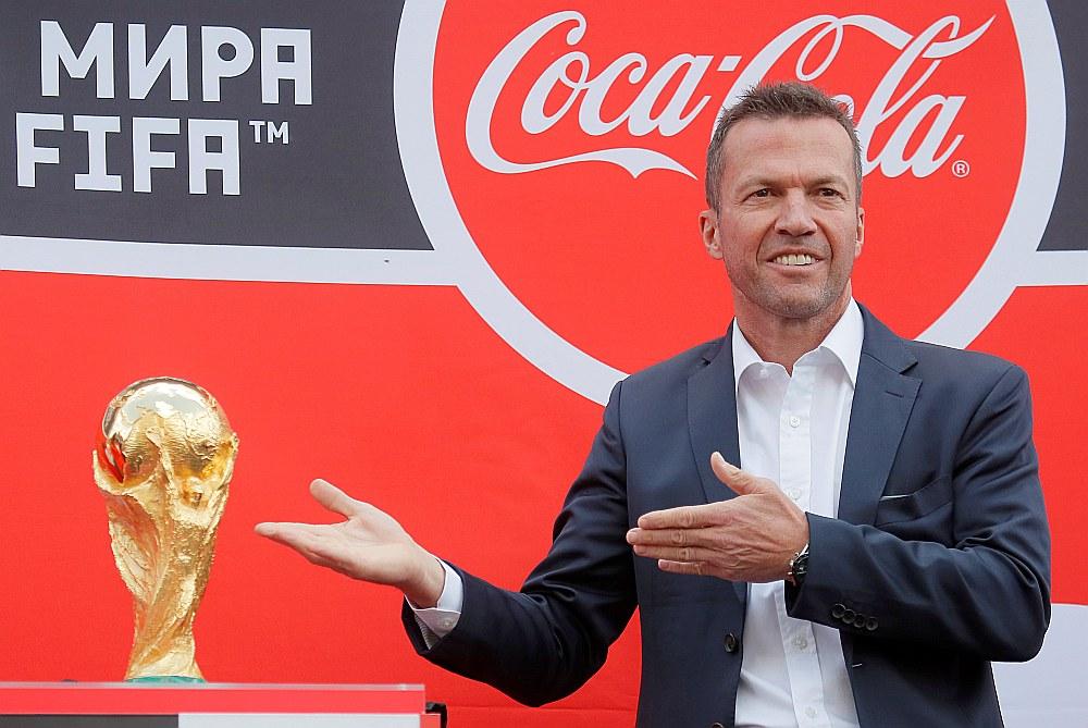 Pasaules kausa ieguvējs 1990. gadā vācietis Lotārs Mateuss vērtīgo trofeju jau ir atvedis uz Krieviju.