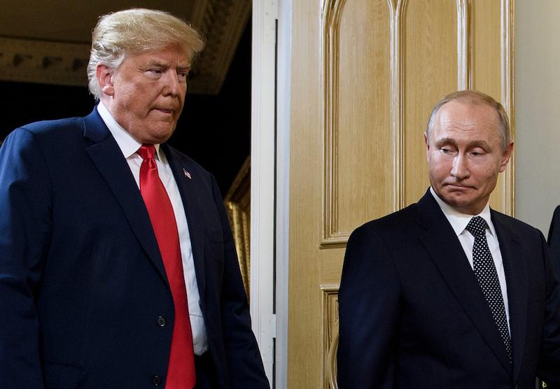 Abi prezidenti tikšanās sākumā. Foto – AFP/Scanpix/LETA