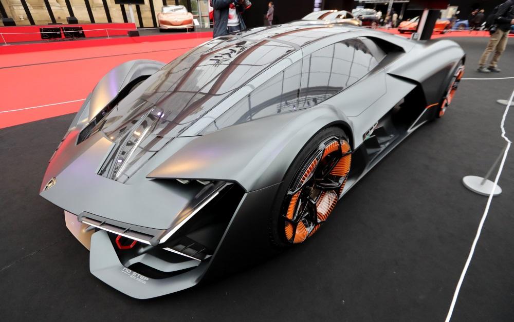 """Ilustratīvs foto. """"Lamborghini"""" Terzo Millennio izstādē Parīzē, 2018.gada janvārī."""