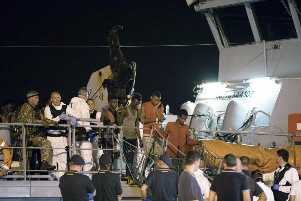 Kuģis ar migrantiem piestājis Itālijā, Sicīlijas ostā, 16.07.2018.