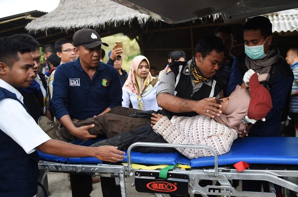 Simtiem cilvēku izglābti pēc zemestrīces radītā nogruvuma Indonēzijas vulkānā, 30.07.2018.