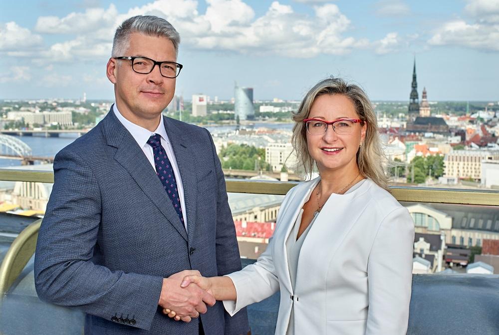 """ALTUM valdes lodeklis Jēkabs Krieviņš un """"Swedbank"""" uzņēmumu pārvaldes vadītāja Ieva Vīgante, 2018."""