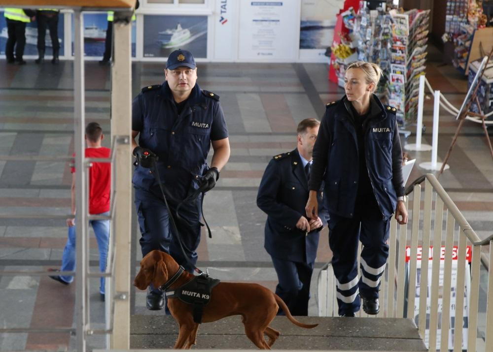 VID Rīgas pasažieru ostā atzīmē Muitas savienības 50 gadu jubileju, 05.07.0218.