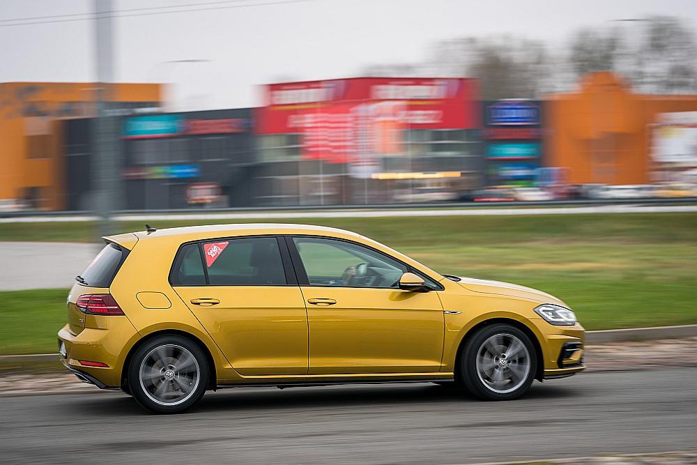 """Latvijas autotirgus līderis pirmajā pusgadā – """"VW Golf""""."""
