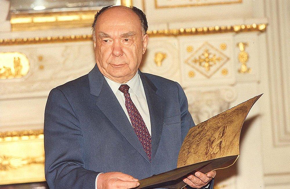 Aleksandrs Jakovļevs (1923 – 2005).