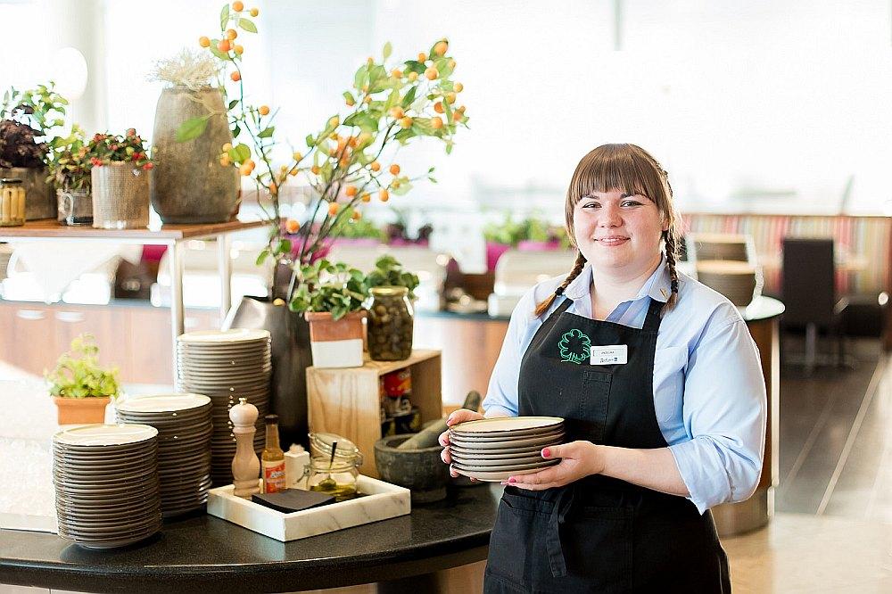 """Anželika Matileviča programmā """"Jauniešu garantijas"""" apguva restorānu pakalpojumu speciālista profesiju."""