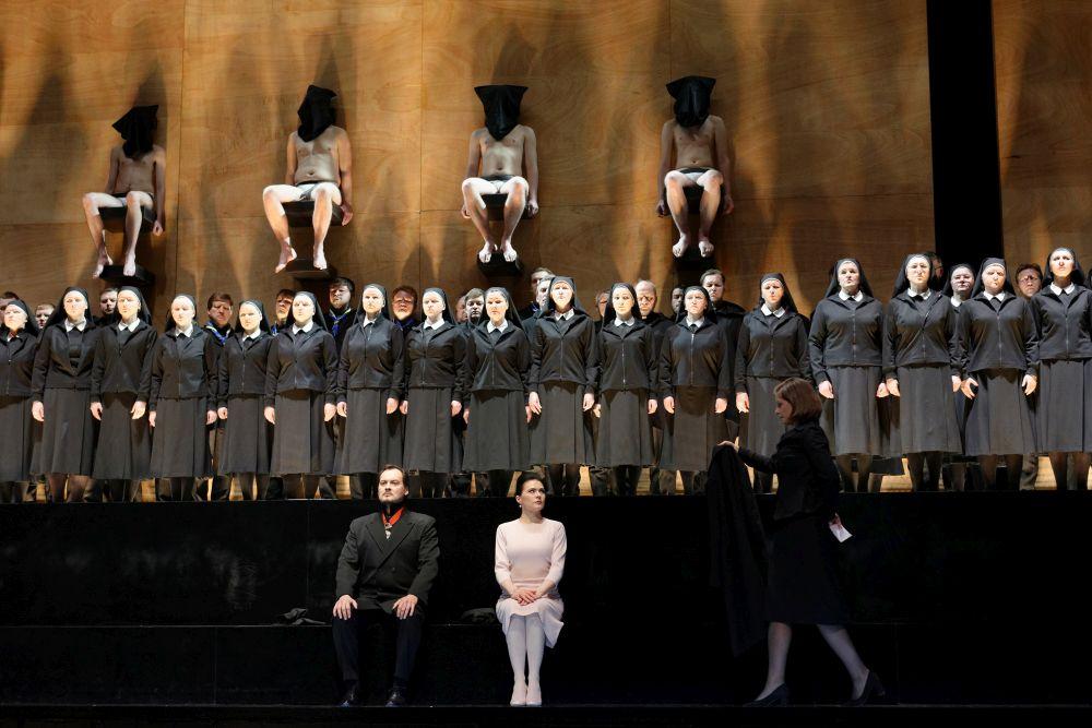 """Lietuvas Nacionālās operas un baleta teātra iestudētā Džuzepes Verdi opera """"Dons Karloss""""."""